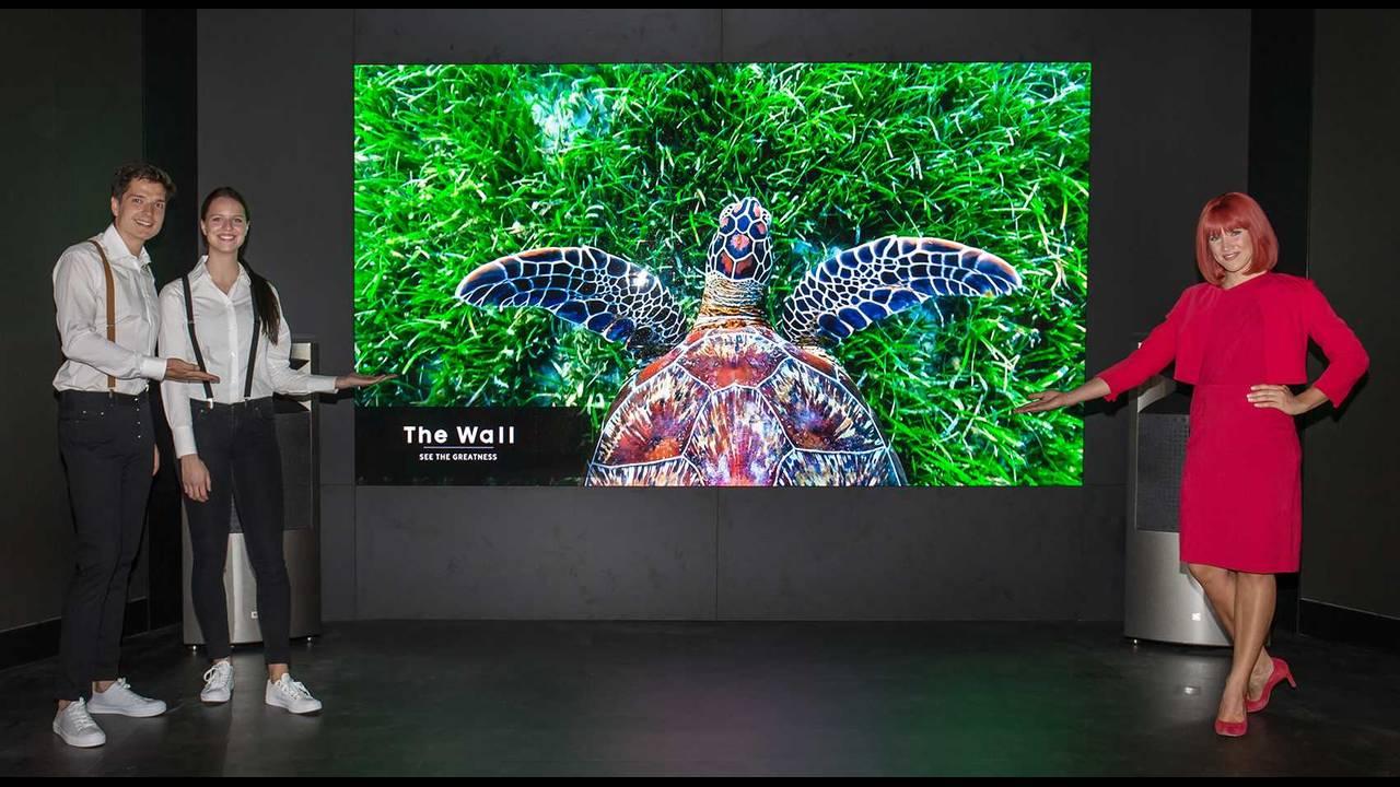 https://cdn.cnngreece.gr/media/news/2018/08/31/144848/photos/snapshot/02_IFA-2018_Samsung.jpg