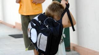 Μένει και φέτος «η τσάντα στο σχολείο»