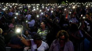 Aρίθα Φράνκλιν: χορός, συγκίνηση και Respect χιλιάδων στη συναυλία για τη βασίλισσα της soul
