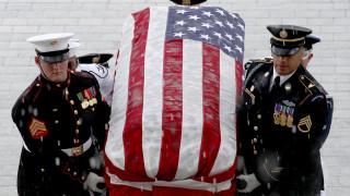 Το Κογκρέσο αποτίει φόρο τιμής στον Μακέιν