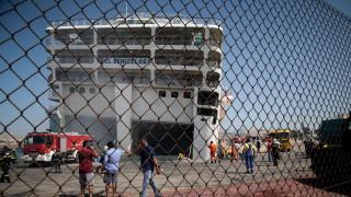 Εξακολουθεί να «καπνίζει» το πλοίο «Ελευθέριος Βενιζέλος»
