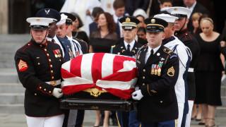 Το τελευταίο «αντίο» στον γερουσιαστή Τζον Μακέιν