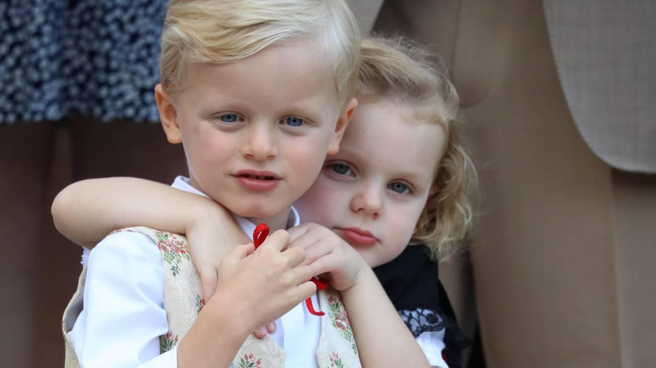 Οι μικροί πρίγκιπες του Μονακό κλέβουν την παράσταση