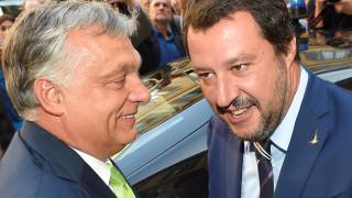 Όρμπαν - Σαλβίνι: Το πολιτικό «φλερτ» δύο ακραίων απειλεί την Ευρώπη