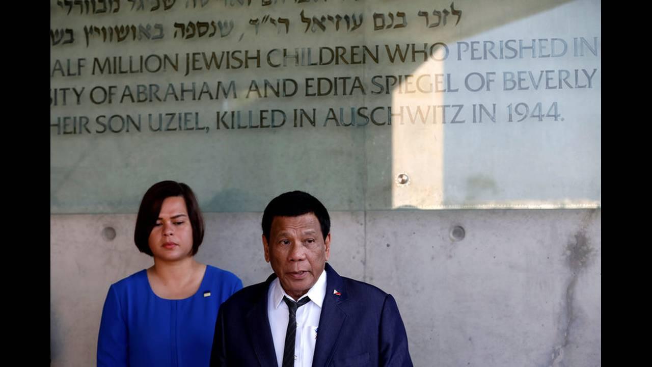 https://cdn.cnngreece.gr/media/news/2018/09/03/145312/photos/snapshot/2018-09-03T143400Z_287784222_RC169492F830_RTRMADP_3_ISRAEL-PHILIPPINES-DUTERTE.jpg