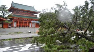 Τουλάχιστον έξι νεκροί από τον ισχυρό τυφώνα Τζέμπι στην Ιαπωνία