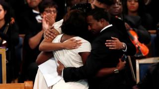 «Προσβλητικός» ο επικήδειος λόγος: Η οικογένεια της Αρίθα Φράνκλιν εναντίον του πάστορα
