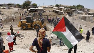 Το Ισραήλ κατεδαφίζει χωριό Βεδουίνων στην κατεχόμενη Δυτική Όχθη