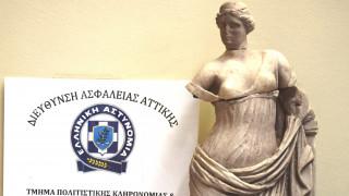 Συνελήφθη πριν πουλήσει άγαλμα της Αφροδίτης που είχε κλέψει από το Μουσείο της Σαντορίνης