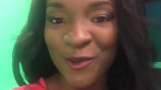 Βέλγιο: Παρουσιάστρια καταγγέλλει με δάκρυα στα μάτια τον ρατσισμό εναντίον της