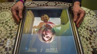 Όταν ο μικρός Αϊλάν στοίχειωσε τον κόσμο: τρία χρόνια μετά ένα βιβλίο & ένα ίδρυμα στη μνήμη του