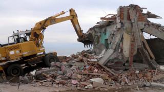 Εντατικοποιούνται οι κατεδαφίσεις αυθαιρέτων στην Αττική και την υπόλοιπη Ελλάδα