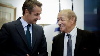 Θερμό το κλίμα της συνάντησης του Μητσοτάκη με τον Γάλλο ΥΠΕΞ