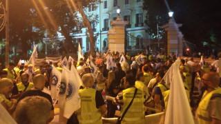 ΔΕΘ 2018: «Όχι στις περικοπές» λένε οι ένστολοι που διαμαρτύρονται στον Λευκό Πύργο