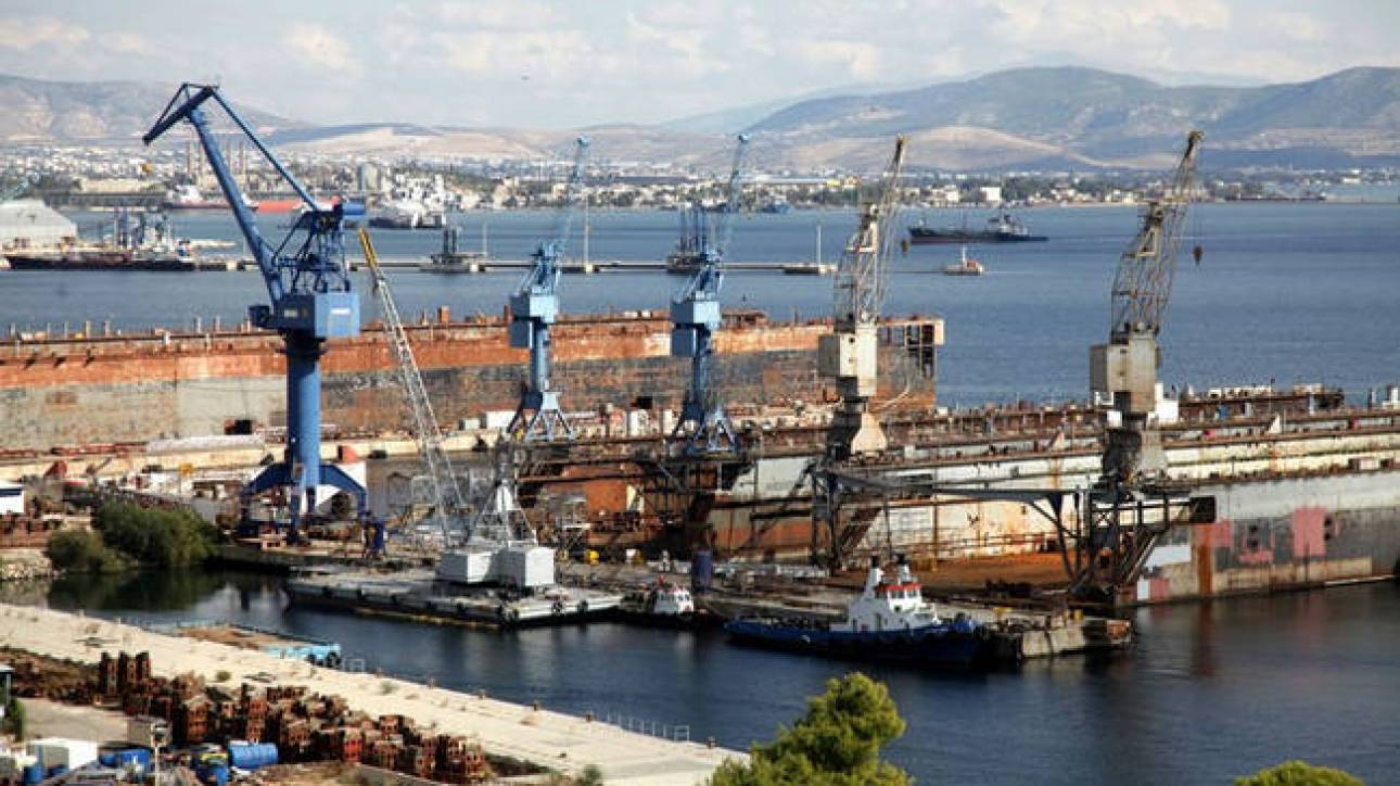 Ναυπηγεία Ελευσίνας: Ημιβυθίστηκε πλωτή δεξαμενή - Φόβοι για θαλάσσια ρύπανση