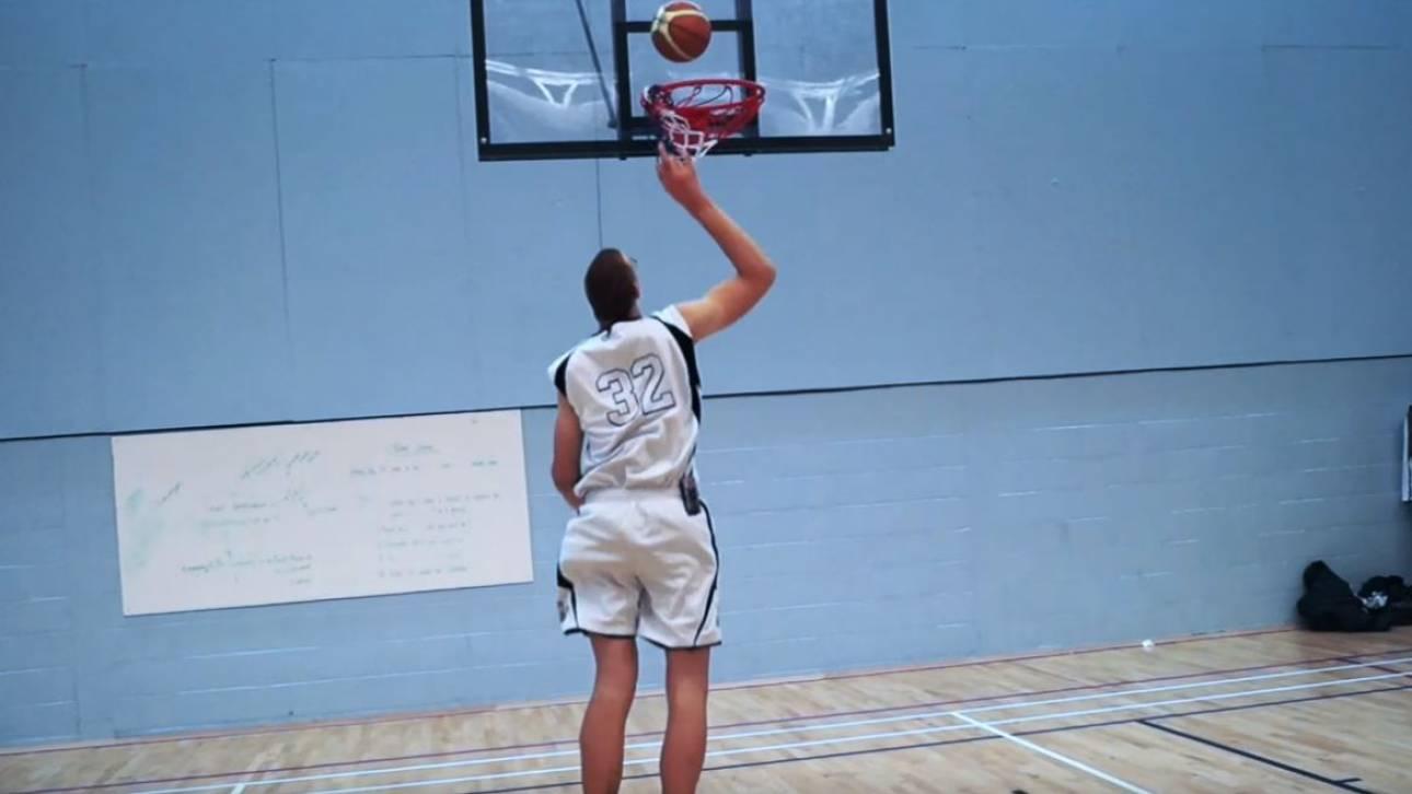 Μπομπ Ουέγκνερ: Ο ψηλότερος μπασκετμπολίστας του πλανήτη