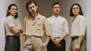 Ακυκλοφόρητες φωτογραφίες των Arctic Monkeys θα εκτεθούν μόνο σε Λονδίνο και Σέφιλντ