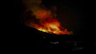 Συνεχίζεται η μάχη με τις φλόγες στη Σάμο