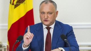 Η στιγμή που φορτηγό πέφτει πάνω στο αυτοκίνητο του προέδρου της Μολδαβίας