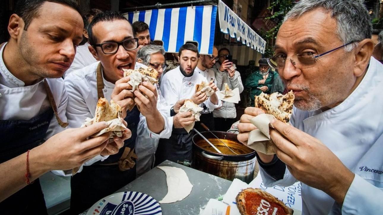 Φλωρεντία: Βαριά πρόστιμα στους τουρίστες που τρώνε... στο δρόμο