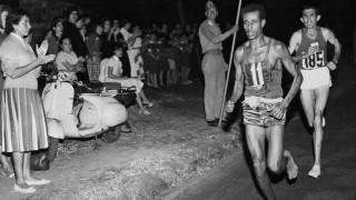 Αμπέμπε Μπικίλα, ο «ξυπόλητος» μαραθωνοδρόμος