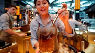 Πόλεμος του espresso: μέσα στο πρώτο Starbucks που αναστάτωσε το Μιλάνο