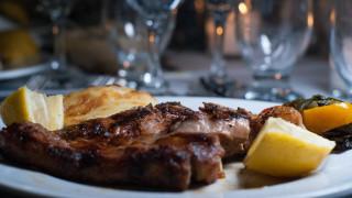 Επιστήμονες συμβουλεύουν: Τρώτε λιγότερο κρέας για να εξοικονομήσουμε νερό