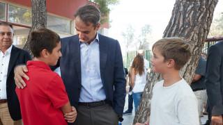 Πρώτη μέρα στο σχολείο: Τη Ραφήνα επισκέφθηκε ο Μητσοτάκης