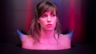 Τέχνη που φοριέται: Τα πομπώδη αξεσουάρ της Α.Human διχάζουν τα social media