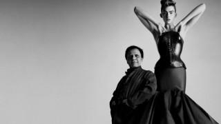 Μετά το Παρίσι: το Μιλάνο υποκλίνεται στον γλύπτη της μόδας Αζεντίν Αλαϊά για πρώτη φορά