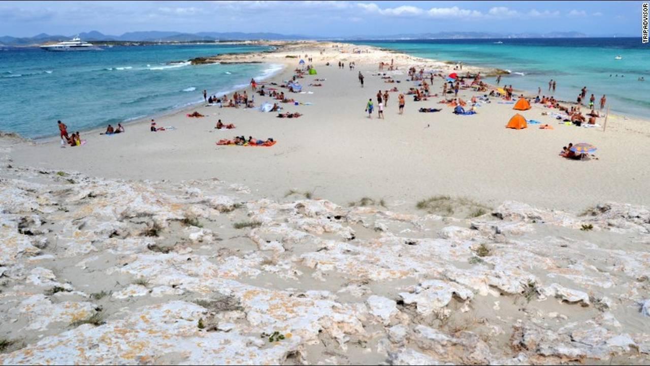 https://cdn.cnngreece.gr/media/news/2018/09/12/146404/photos/snapshot/07-playa-de-ses-illetes-formentera-spain-exlarge.jpg