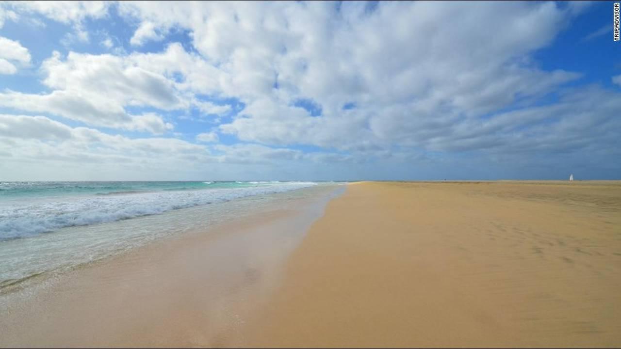 https://cdn.cnngreece.gr/media/news/2018/09/12/146404/photos/snapshot/25-praia-de-santa-maria-santa-maria-cape-verde.jpg