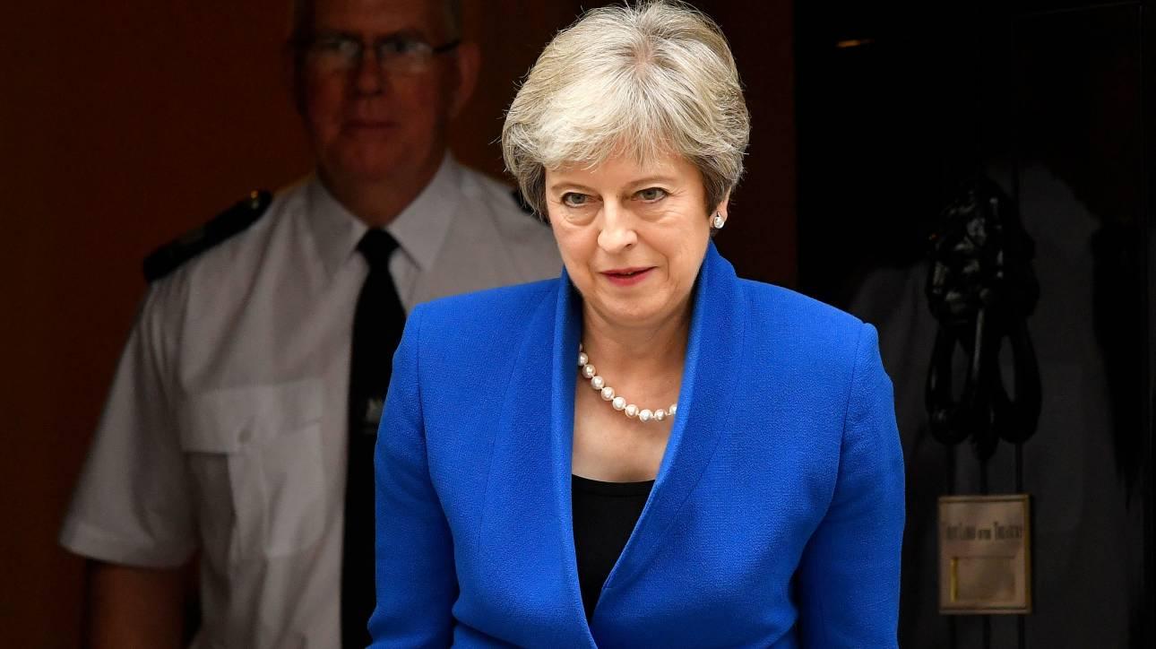 Βρετανία: Μυστική συνάντηση βουλευτών των Τόρις για την απομάκρυνση της Μέι