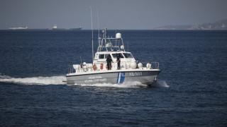 Χανιά: Τουρίστες παρασύρθηκαν από τα κύματα ενώ έκαναν κανό