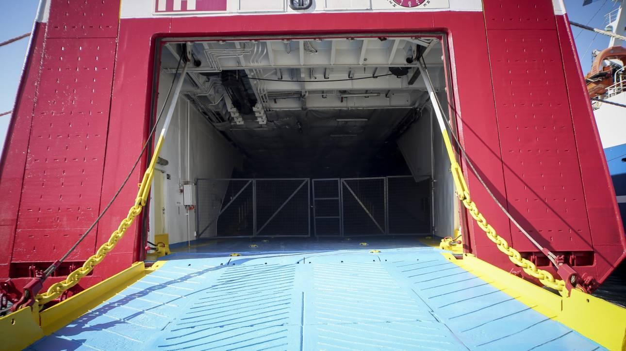 Απαγορεύθηκε ο απόπλους πλοίου από τη Σύρο λόγω βλάβης