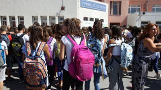 Σχολεία: Θα αρχίζουν τα μαθήματα στις 9:00 κι από πότε;