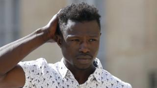 Μαμουντού Γκασαμά: Και επίσημα Γάλλος υπήκοος ο «Σπάιντερμαν» του Παρισιού