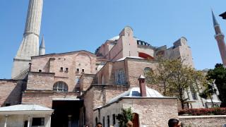 Παραμένει μουσείο η Αγία Σοφία