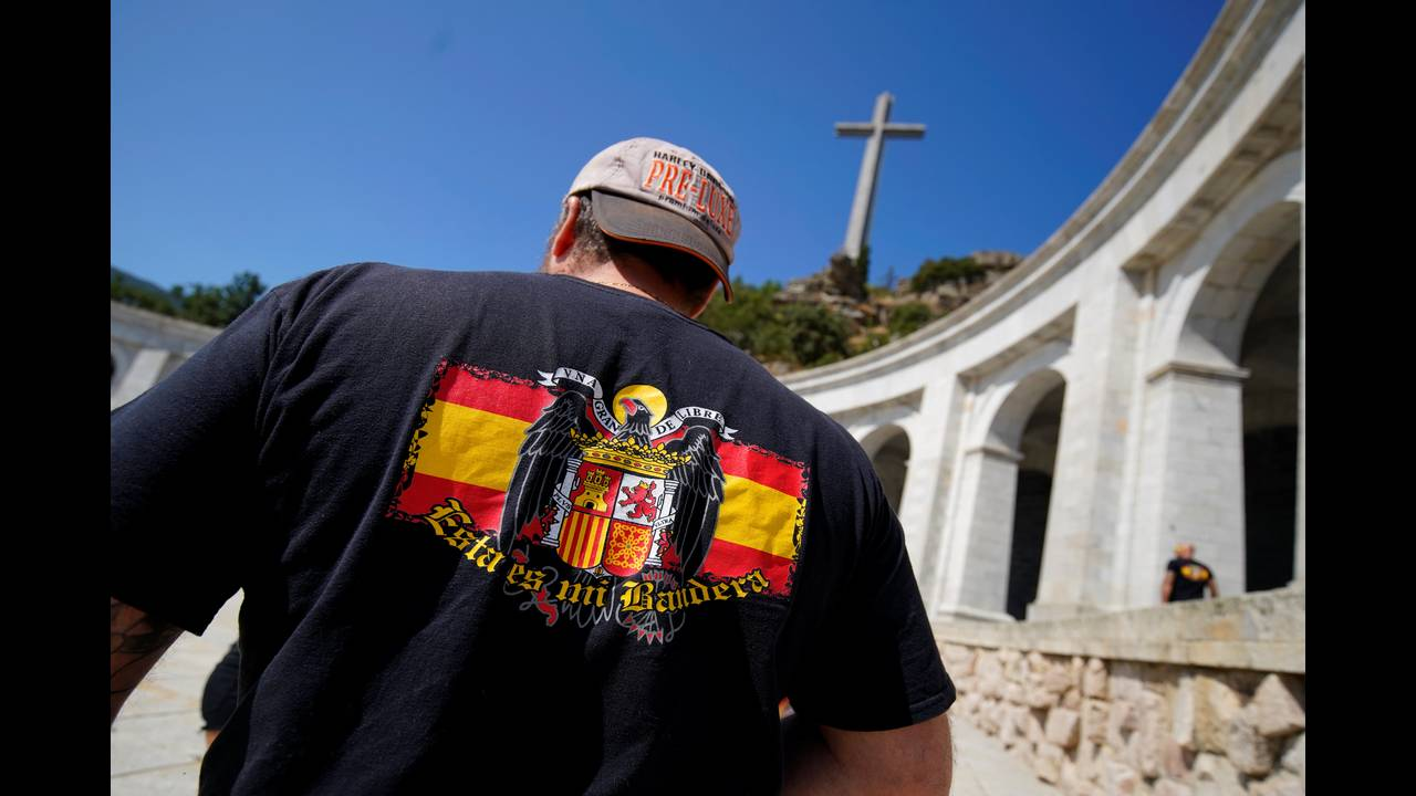 https://cdn.cnngreece.gr/media/news/2018/09/13/146619/photos/snapshot/2018-08-24T110404Z_733130712_RC1F8C9B5C20_RTRMADP_3_SPAIN-POLITICS-FRANCO.JPG