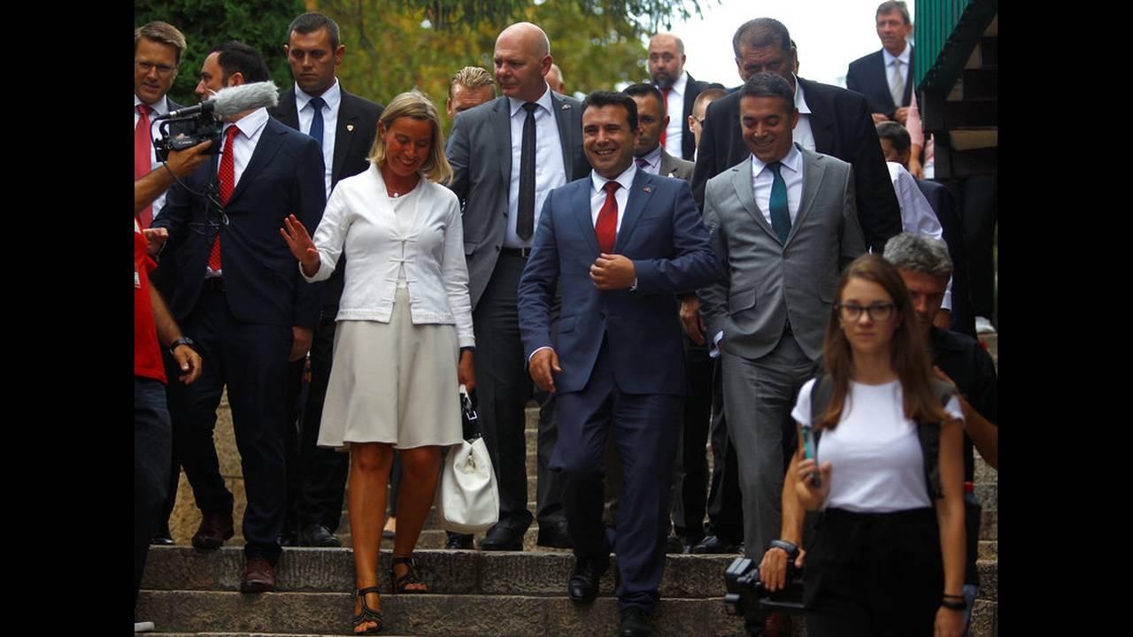 https://cdn.cnngreece.gr/media/news/2018/09/13/146665/photos/snapshot/2018-09-13T155205Z_897509080_RC1797EEF160_RTRMADP_3_MACEDONIA-EU.jpg