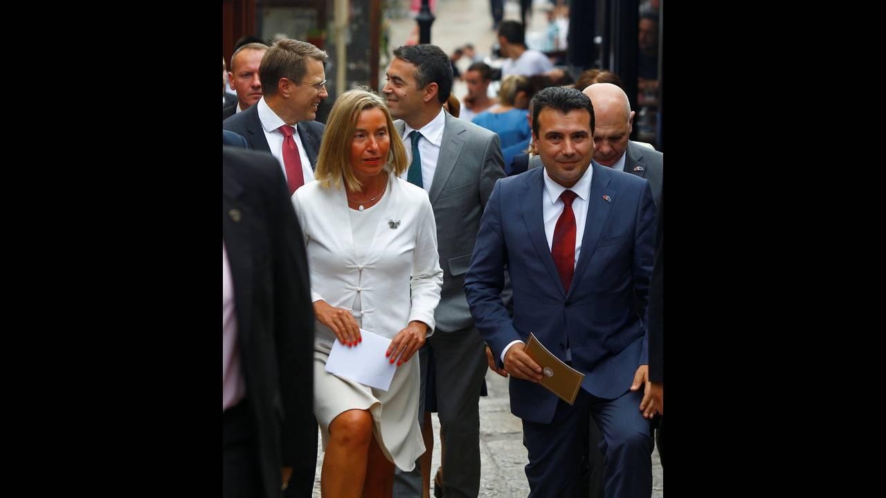https://cdn.cnngreece.gr/media/news/2018/09/13/146665/photos/snapshot/2018-09-13T155315Z_1732007554_RC14125DE850_RTRMADP_3_MACEDONIA-EU.jpg