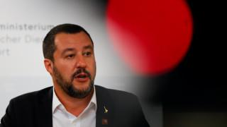 Ο Σαλβίνι διαψεύδει τον Ζεεχόφερ για συμφωνία στο μεταναστευτικό