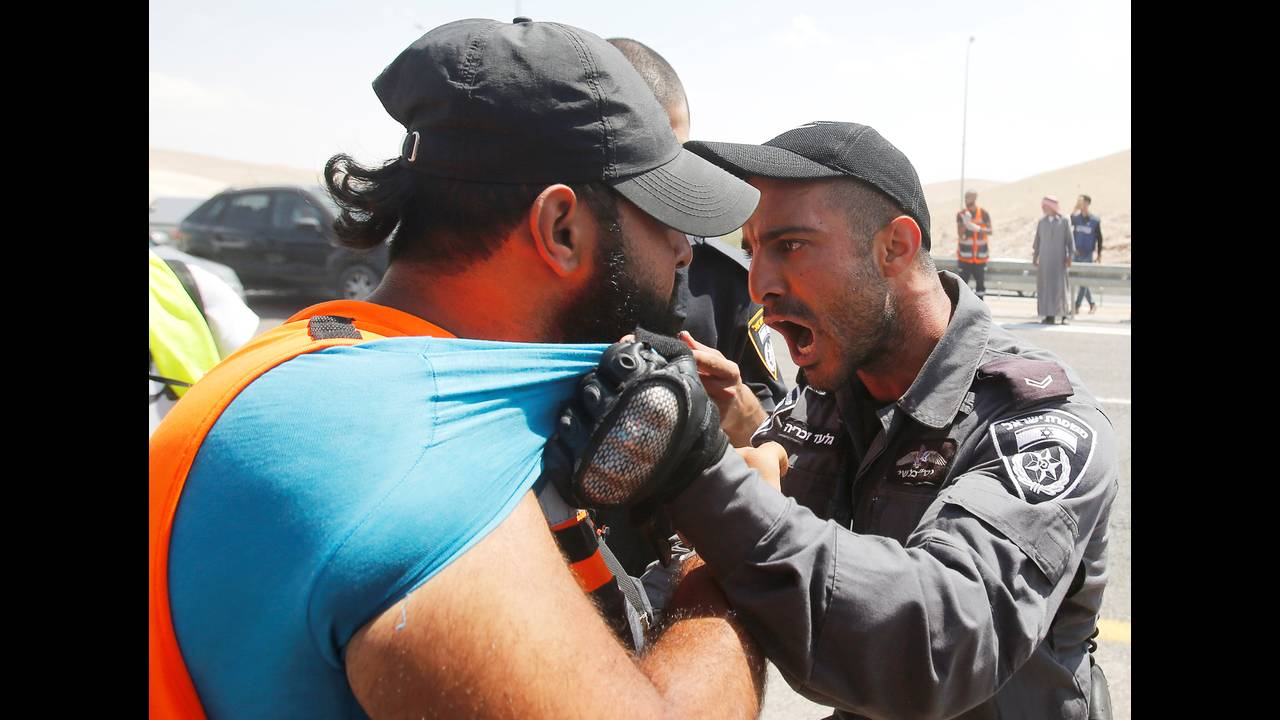 https://cdn.cnngreece.gr/media/news/2018/09/14/146795/photos/snapshot/2018-09-14T103728Z_1923188017_RC12994BF290_RTRMADP_3_ISRAEL-PALESTINIANS-VILLAGE.JPG