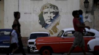 Κούβα: Υπάλληλοι σε σουπερμάρκετ απολύθηκαν επειδή πούλησαν 15.000 μήλα σε έναν μόνο πελάτη