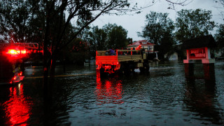 Κυκλώνας Φλόρενς: Πέντε νεκροί και δεκάδες παγιδευμένοι