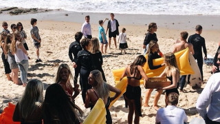 Σινέντ Μακναμάρα: Πολύχρωμο «αντίο» στην αγαπημένη της παραλία ενώ το μυστήριο εντείνεται