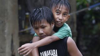 Ο τυφώνας της χρονιάς: Ο Μανγκούτ σφυροκοπά τις Φιλιππίνες κι αφήνει πίσω του νεκρούς και χάος