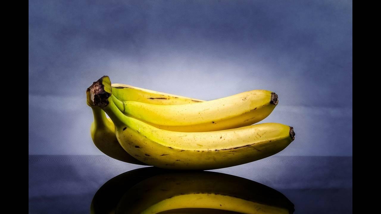 https://cdn.cnngreece.gr/media/news/2018/09/17/147035/photos/snapshot/banana-316649_1280.jpg