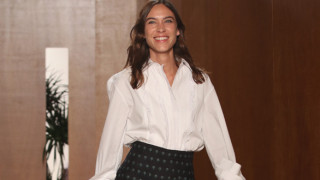 Εβδομάδα μόδας: τι έδειξε στο ντεμπούτο της ως σχεδιάστρια η Alexa Chung