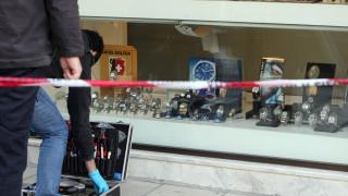 Ένοπλη ληστεία με καλάσνικοφ σε κοσμηματοπωλείο, ένας τραυματίας